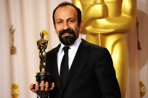 "Asghar Farhadi receives the Oscar for ""A Separation"""