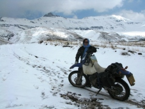 bike-snow-alamut-valley