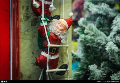 Christians-prepare-for-new-year-Tehran-9-HR