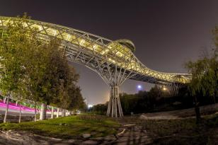 Pol-e Tabiat (Nature Bridge) - Pedestrian bridge in Tehran, Iran by Leila Araghian from Diba Tensile Architecture (Photo: Mohammad Hassan Ettefagh)