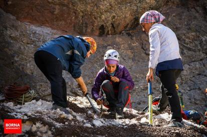 Abdollah Khani, Zohreh - Iranian ice climber - First Iranian female to win an international ice climbing medal 1
