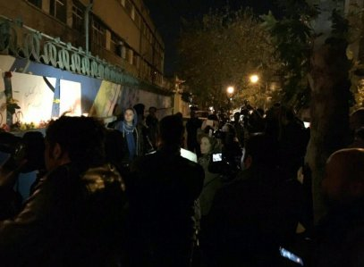 Iranians show their sympathy for the victims of the Paris Attacks at French Embassy in Tehran 2