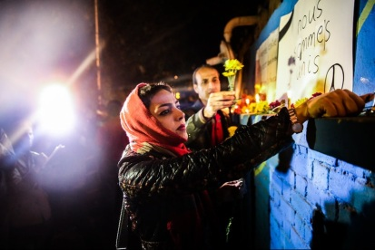 Iranians show their sympathy for the victims of the Paris Attacks at French Embassy in Tehran 3