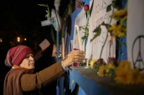 Iranians show their sympathy for the victims of the Paris Attacks at French Embassy in Tehran 5