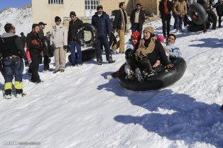 Winter joys - Snow sliding at Shazand Ski Resort in Markazi Province, Iran (Photo credit: MEHR News Agency)