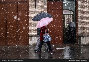 First autumn snow in Tabriz, East Azerbaijan, Iran (Photo credit: Parviz Golizadeh / Fars News Agency)